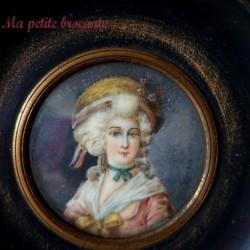 Ancienne miniature peinte d'une élégante signature à déchiffrer