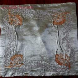 Broderies sur soie décor floral