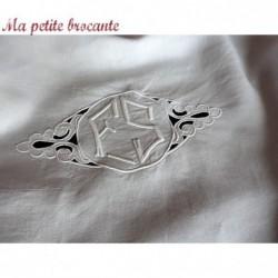Merveilleux drap en lin ancien broderies dentelles au crochet