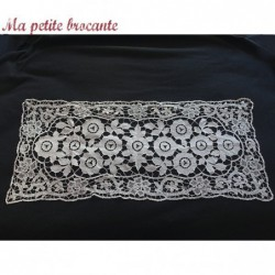 Ancien chemin de table broderie Richelieu