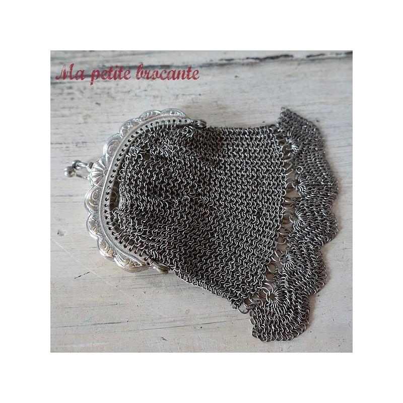 Ancienne petite bourse en métal argenté