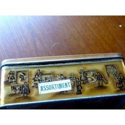 BELLE BOITE PUBLICITAIRE TOLE ANCIENNE BISCUITS DECOR ALSACE