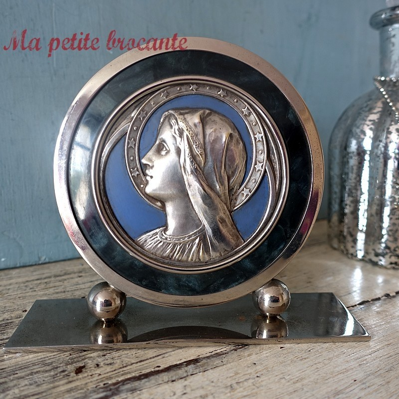 Vierge Marie sur socle art déco en métal chromé et argenté