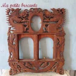 Ancien cadre porte-photos en bois découpé décor de dragons et de fleurs