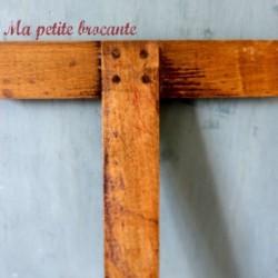 Une règle T instrument de mesure en bois