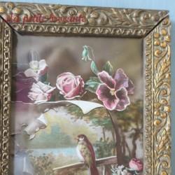 Ancien cadre porte-photo en plâtre doré décor floral