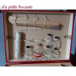 Ancienne valise bois matériel médical flacons