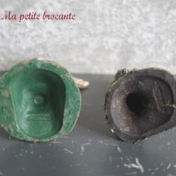 Lot de deux figurines anciennes totem et poteau en composition Elastolin