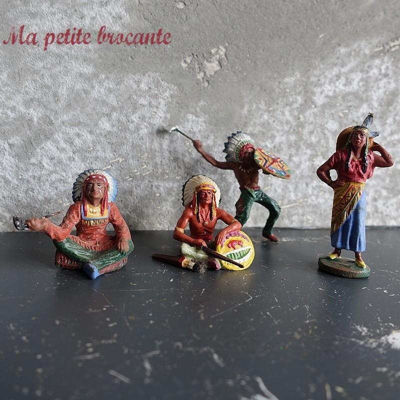 Lot de quatre figurines des années 30 en composition Elastolin Indiens