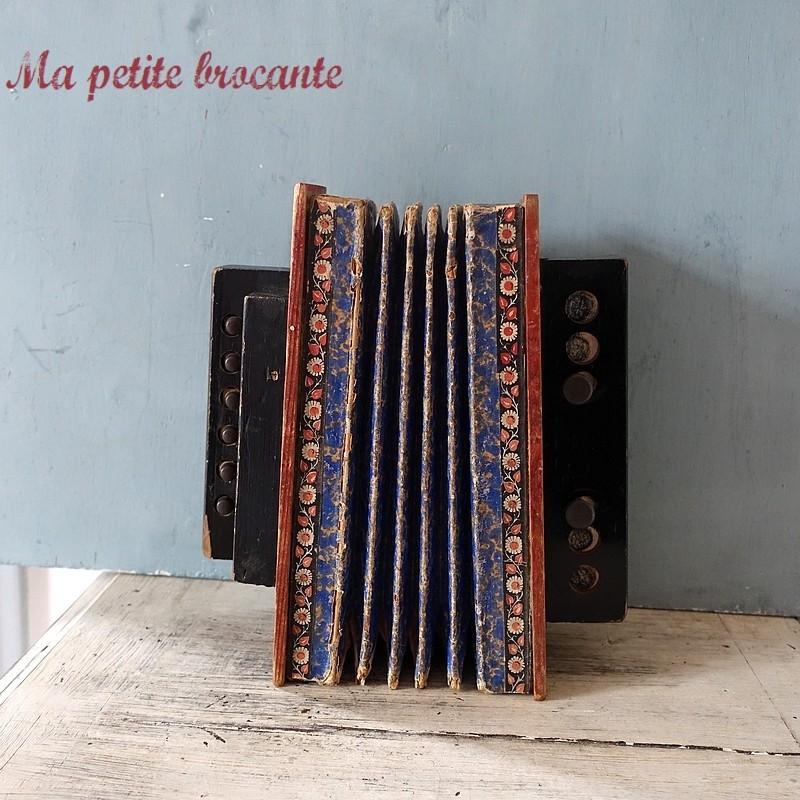 Ancien accordéon diatonique pour enfant ou jouet