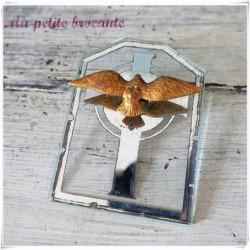 Ancien médaillon à suspendre avec la croix et la colombe de l'esprit Saint