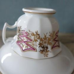 Tasse et sous-tasse en porcelaine à identifier XIXème