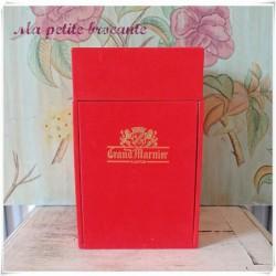 Carafon collection Marnier Lapostolle en opaline dans son coffret d'origine