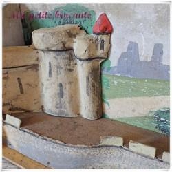 Ancienne maquette de château fort en carton pâte