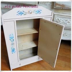 Ancienne armoire de poupée ancienne en bois peint H 48.5 cm