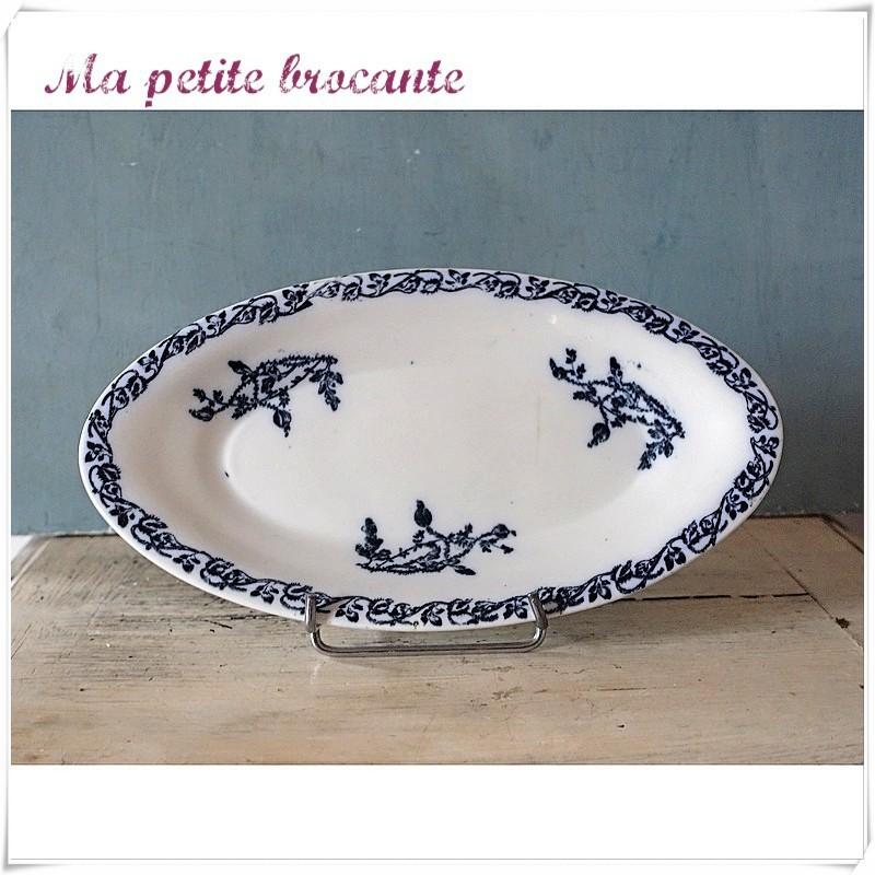 Ancien ravier modèle coquelicots en porcelaine de Chantilly