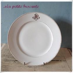 Ancienne assiette plate monogrammée MV en porcelaine de Paris