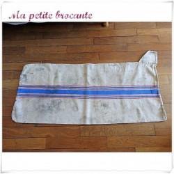 Ancien sac à grains en chanvre avec des liteaux rouges et bleus