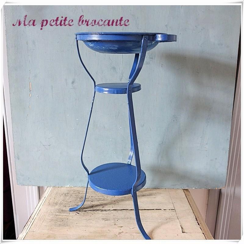 Ancienne table de toilette poupée en métal peint