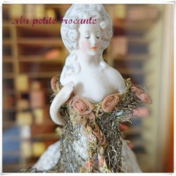 Ancienne demi-figurine marquise abat-jour shabby chic