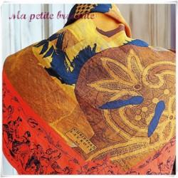 Ancien foulard carré vintage Christian Lacroix en soie