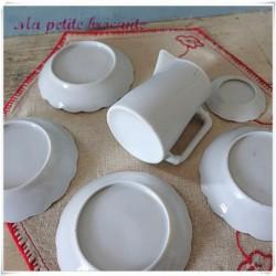 Partie de dinette blanche assiettes et pichet