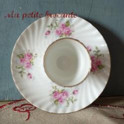 coquetier en porcelaine décor de bouquets de roses
