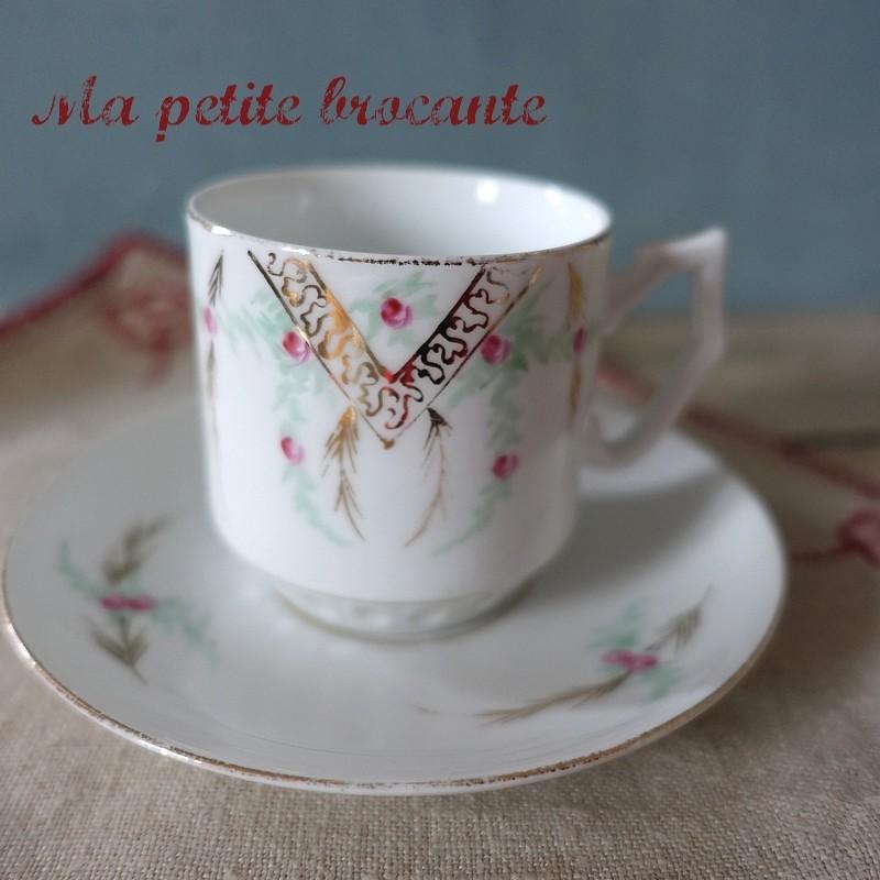 Tasse et soucoupe à café décor bouquet floral en porcelaine de Limoges Guérin William & Cie