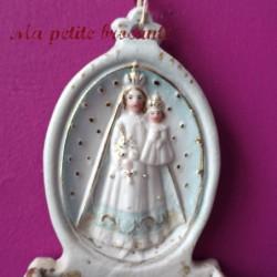 Bénitier ancien en biscuit perlé polychrome XIXème