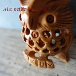 Hibou ancien sculpté dans la masse du bois de santal Inde