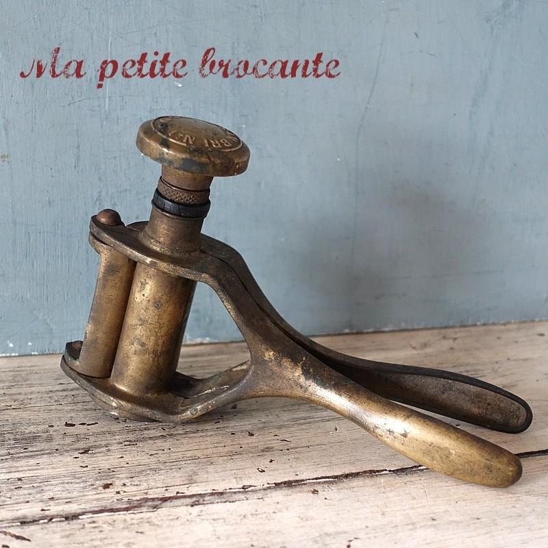 Bouchonneuse manuelle Sanbri N°1 breveté SGDG