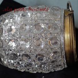 Boite à bijoux ou bonbonnière quadripode en porcelaine de Limoges décorateur AP