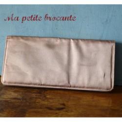 Pochette ancienne vintage en tissu satiné couleur vieux rose