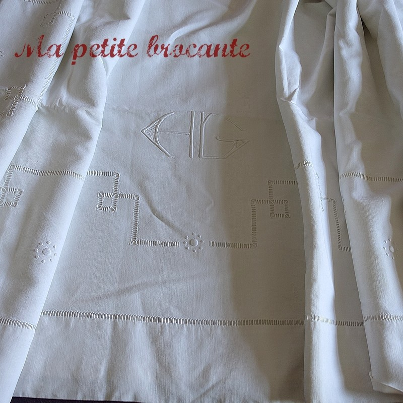 Superbe drap ancien en métis  broderies et monogramme HG ou HC