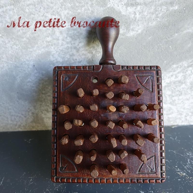 Art populaire ancien jeu en bois le solitaire