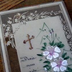 Belle carte celluloid plastique  Dieu nous aide décor peint à la main