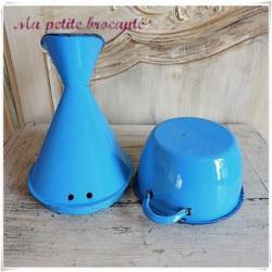 Inhalateur ancien en émail bleu