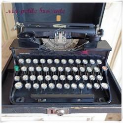 Machine à écrire vintage Triumph modèle Durabel