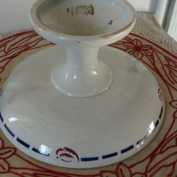 Compotier ancien ou coupe sur pied en porcelaine opaque de GIEN