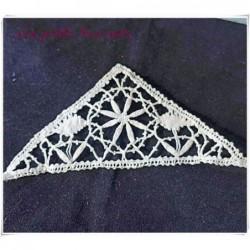 Insertion en dentelle à l'aiguille ancienne forme  triangle
