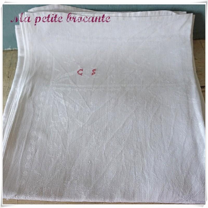 Trois serviettes damassées initiales CS