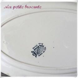 Grand plat ovale en terre de fer de la manufacture R & A Salins du modèle Bijou