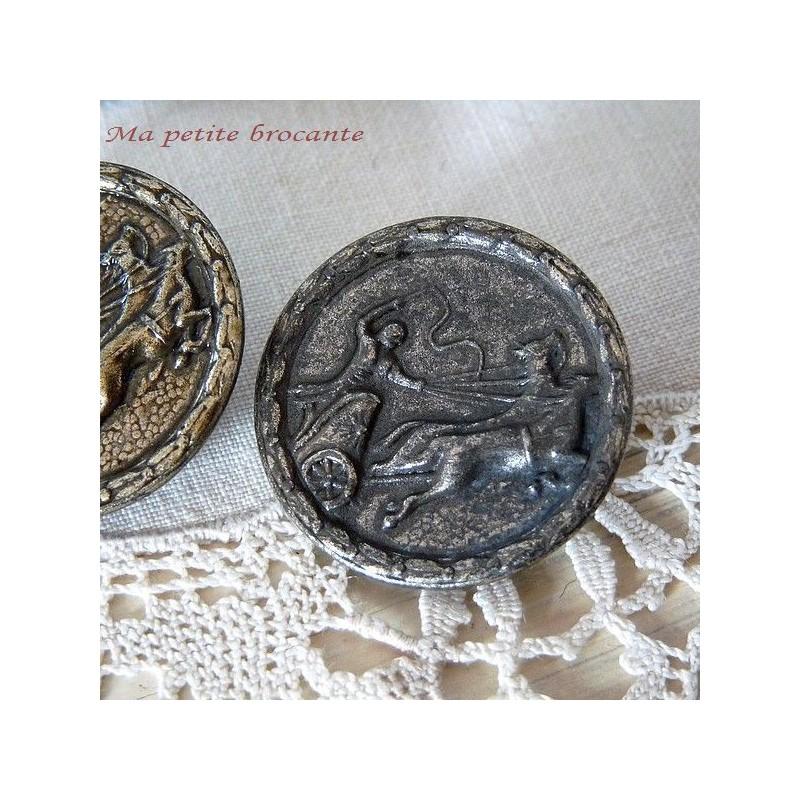 Bouton ancien char romain