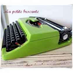 Machine à écrire portative vintage typewriter Brother 210