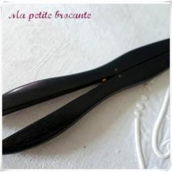 Pince à gants ancienne en bois accessoire pour dames