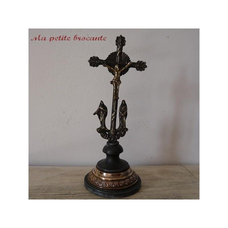 Statue calvaire Jésus, Marie, Marie Madeleine