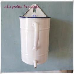 Pot ou fontaine à lavement en émail gradué 2 litres