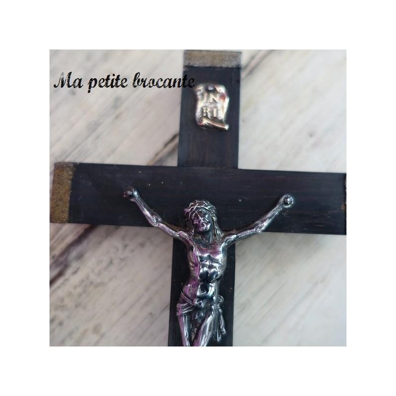 Ancien crucifix en bois métal argenté et laiton