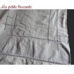 Merveilleux drap ancien en fil de lin richement brodé chiffré AF