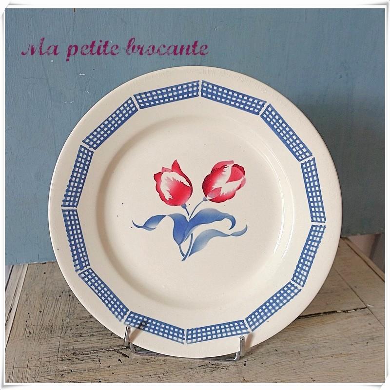 Assiette plate ancienne modèle Tulipes de Digoin et Sarreguemines